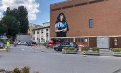Coronavirus: Padova, murales Wonder Woman in ospedale