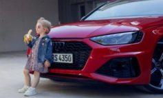 Critiche a spot Audi con bimba e banana, ritirato