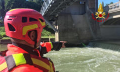 Con kayak in rullo chiusa, salvati due scout da pompieri