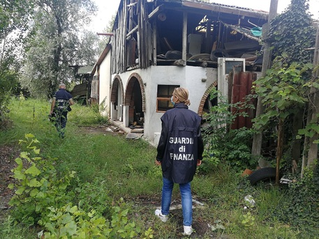 Guardia di Finanza di Rovigo sequestra discarica abusiva di 7.000 mq