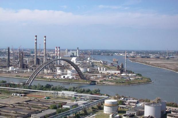 Versalis: concluse le attività di manutenzione, fino al 13 settembre possibili brevi e sporadiche attivazioni delle torce di Fusina