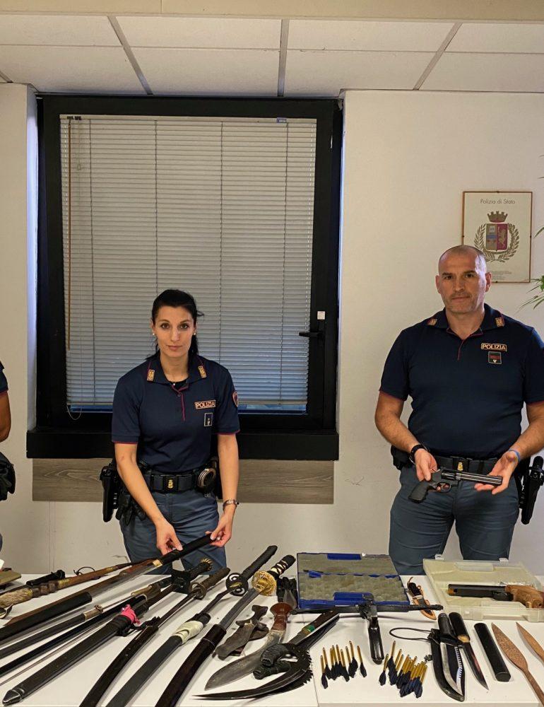 Verona: La Polizia di Stato effettua un controllo in un'abitazione e trova un Arsenale