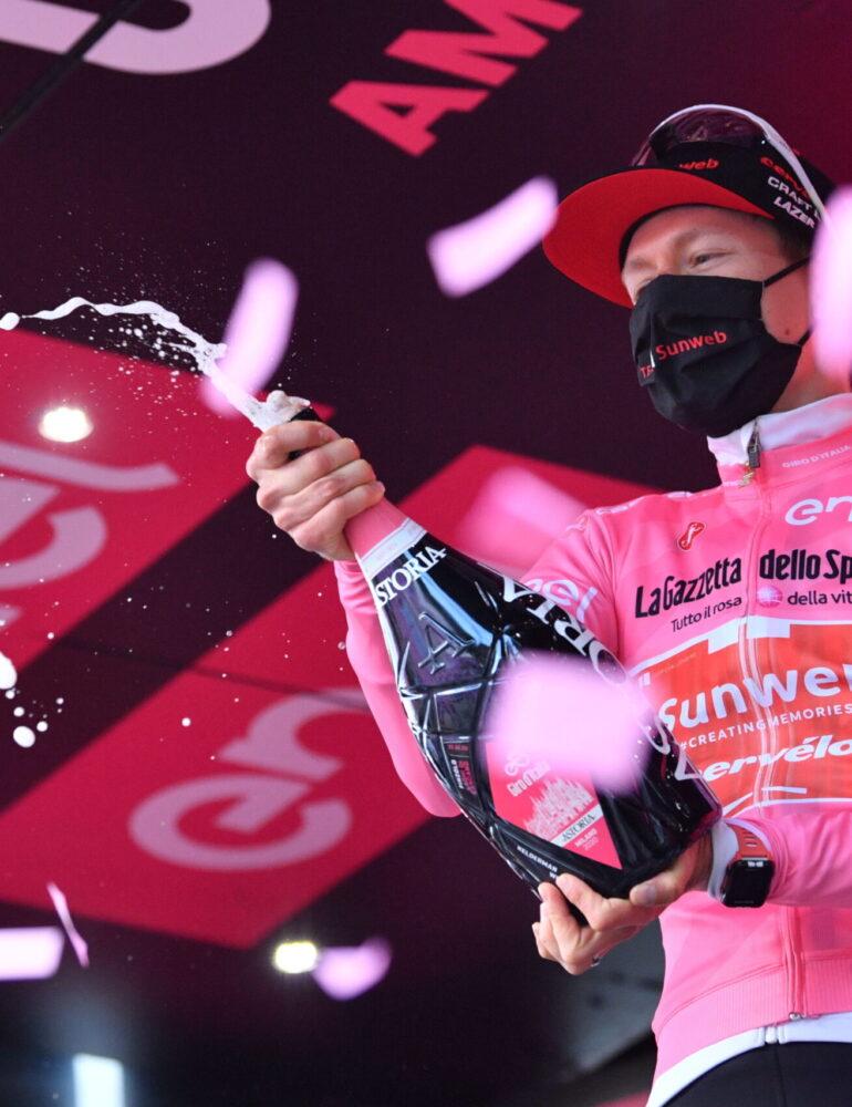 Hindley vince la tappa 18 del Giro d'Italia. Kelderman è la nuova Maglia Rosa