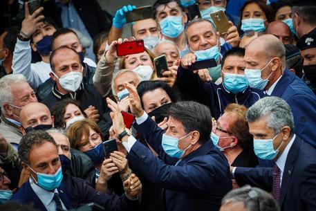 Coronavirus, Conte: 'Proporremo proroga dello stato d'emergenza' Speranza: 'Resistere 7-9 mesi'
