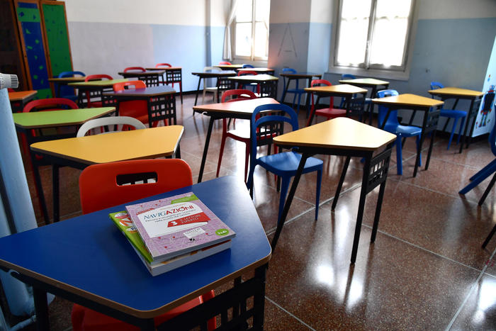 Scuola, più flessibilità sugli orari ma non chiusura. La protesta delle mamme