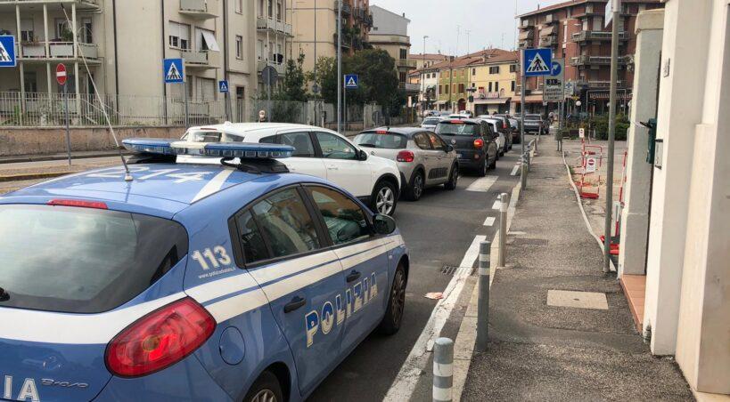 Verona. Picchia la fidanzata e la rinchiude in casa mentre esce a comprare la droga: arrestato dalla Polizia di Stato un 33enne veronese
