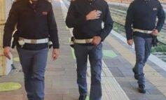 Viola il divieto di allontanarsi aggredendo in treno i viaggiatori tra le province di Verona e Trento: arrestato dalla Polizia di Stato nella stazione ferroviaria di Verona Porta Nuova