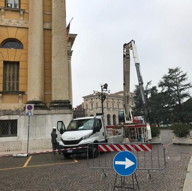 Messa in sicurezza del tetto di palazzo Barbieri danneggiato dal nubifragio
