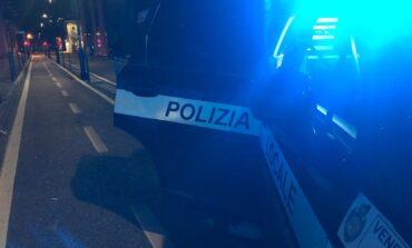 Polizia locale: spacciatore colto in flagranza in via Dante. Pusher e cliente raggiunti da provvedimento di daspo e sanzionati con 850 euro ciascuno