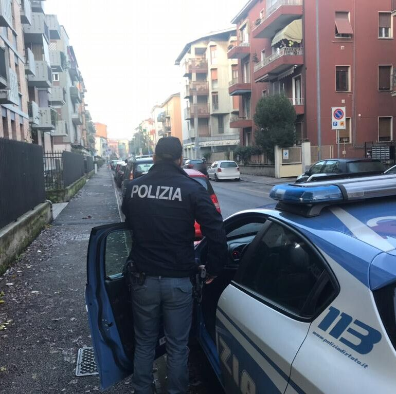 Verona. Aggredisce gli agenti con calci e pugni per scappare dal controllo: arrestato dalla Polizia di Stato 26enne pregiudicato
