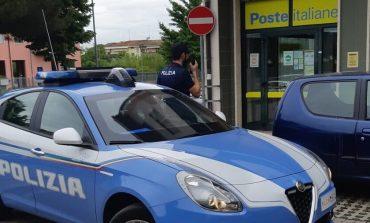 Verona - Apre la portiera dell'auto e tenta di rubare la borsa ad una signora. Arrestato uno dei due complici