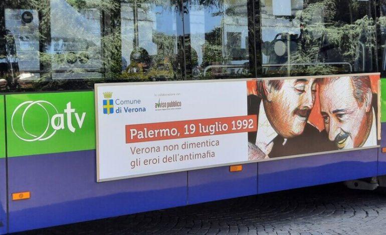 """Verona ricorda Borsellino e Falcone. La loro immagine su bus e stazioni bike sharing. Sboarina: """"Combattere la mafia, prima che diventi metastasi"""""""