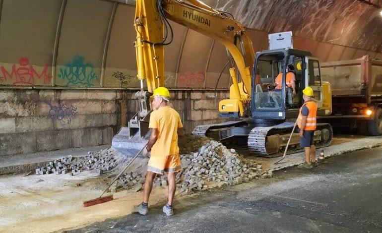 Verona. Nella galleria di via Volta, sostituito il pavè con asfalto fonoassorbente