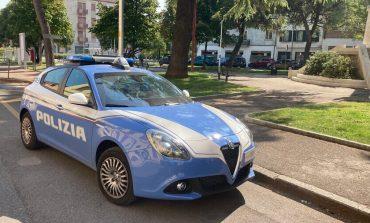 Litigano in piazza Risorgimento a Verona, poi aggrediscono i poliziotti: arrestati due uomini