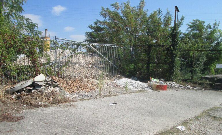 L'Altra Verona… Incivili che riversano detriti sul luogo d'un omicidio